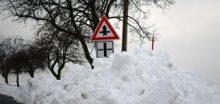 Pozor na tvorbu sněhových jazyků, na horách i závějí