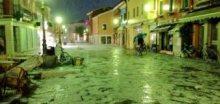 Přes Benátky se večer prohnala silná bouřka s krupobitím