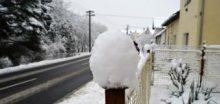 Bude to klouzat, sněžit bude přes noc i v nižších polohách