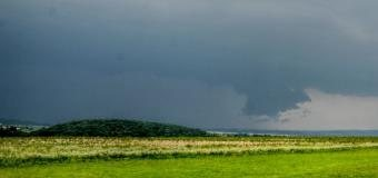 V Čechách očekáváme místy velmi silné bouřky s krupobitím