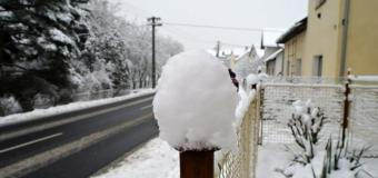 ČHMÚ vydal upozornění na sněžení, na hřebenech až 30cm sněhu