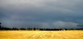 Na studené frontě se budou ojediněle tvořit silné bouřky