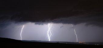 Studená fronta přinese velmi silné bouřky, vítr až 25 m/s