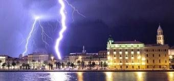 Fotografie: pobřeží Chorvatska zasáhla bouřka