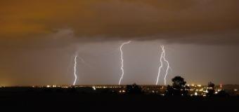 Čtvrteční bouřky přinesly kroupy a 383 blesků